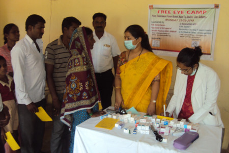 beim Eye Camp                        copyright © Hamara Bandhan e.V.